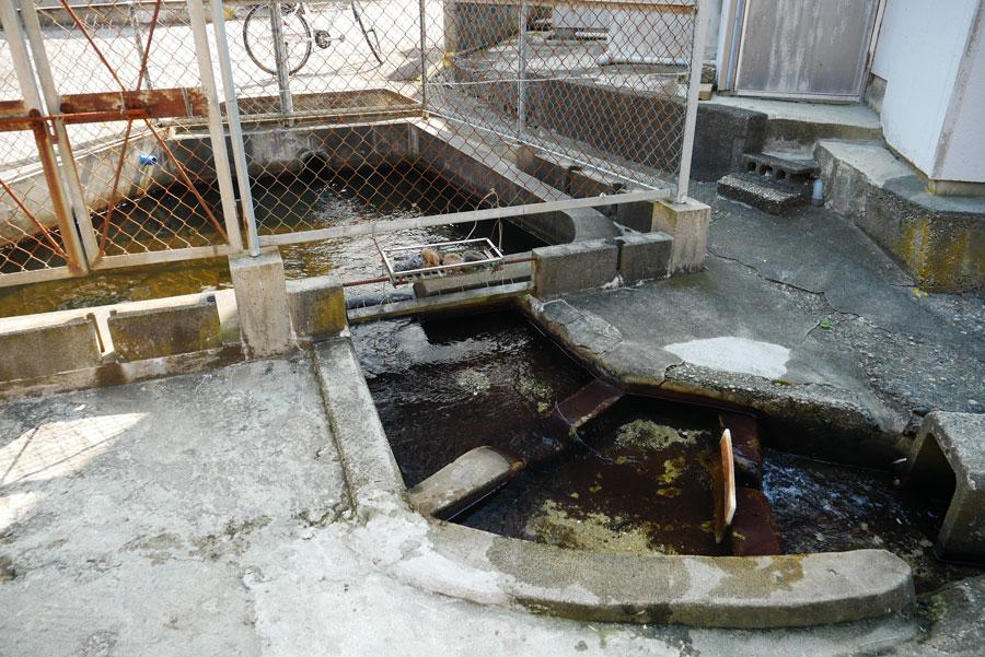 たなかと呼ばれる共同の洗い場